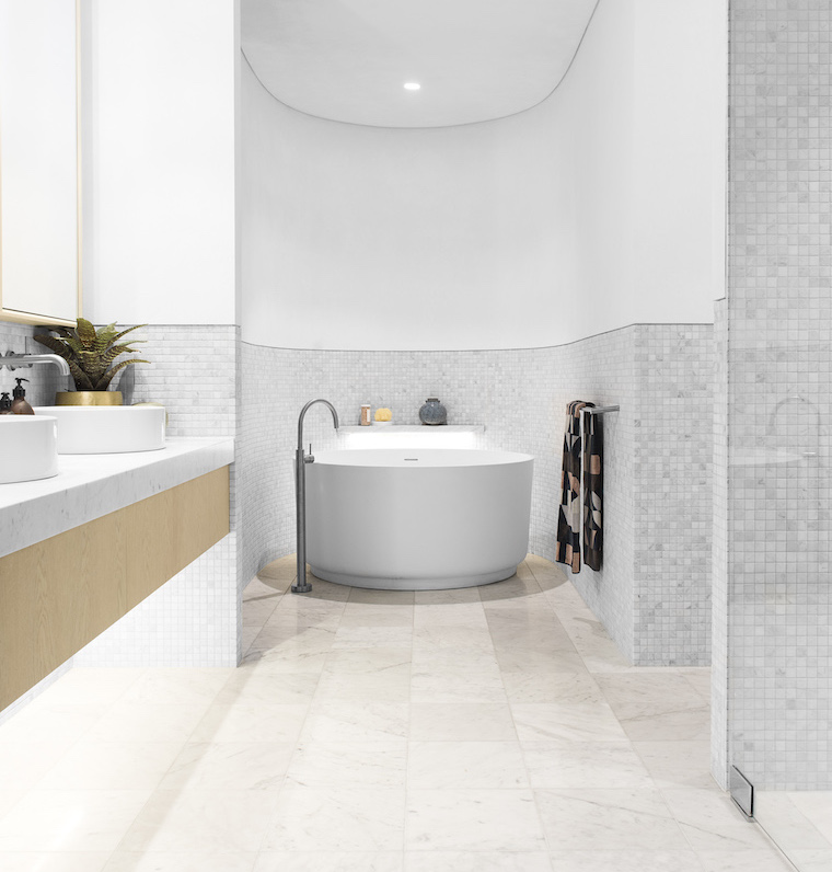 Paragon Display bath 760 x 796